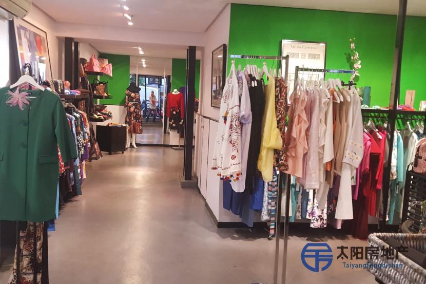 Traspaso tienda de moda en calle Almirante (centro de Madrid)