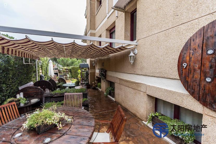 出售位于Serranillos Del Valle (马德里省)市中心的别墅
