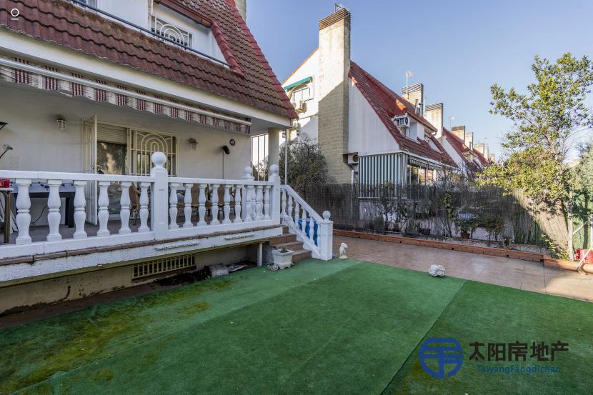 出售位于Torrejon De La Calzada (马德里省)市中心的别墅