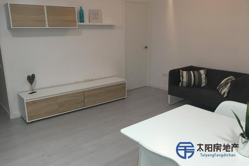 出售位于Sant Joan Despi (巴塞罗那省)市中心的单身公寓