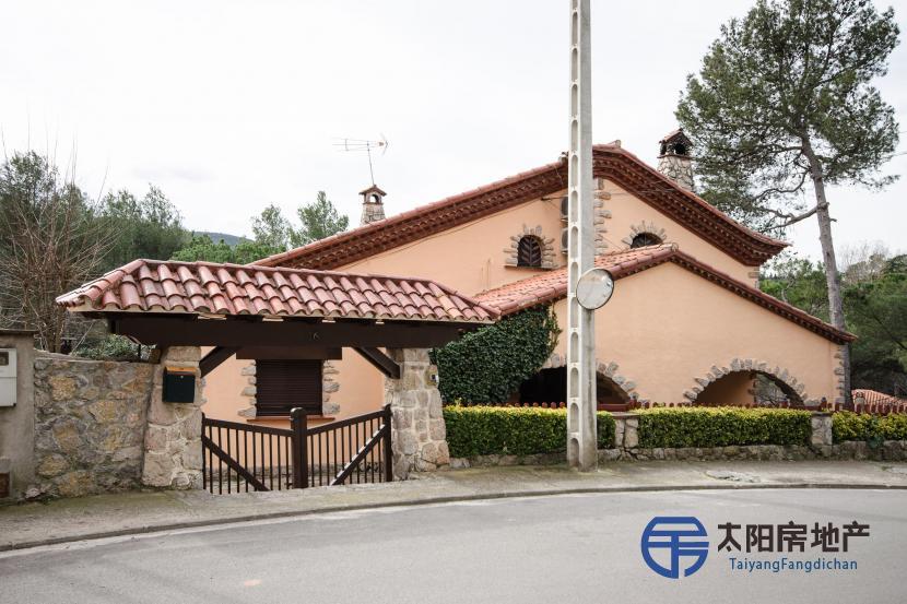 出售位于Vacarisses (巴塞罗那省)市外的别墅