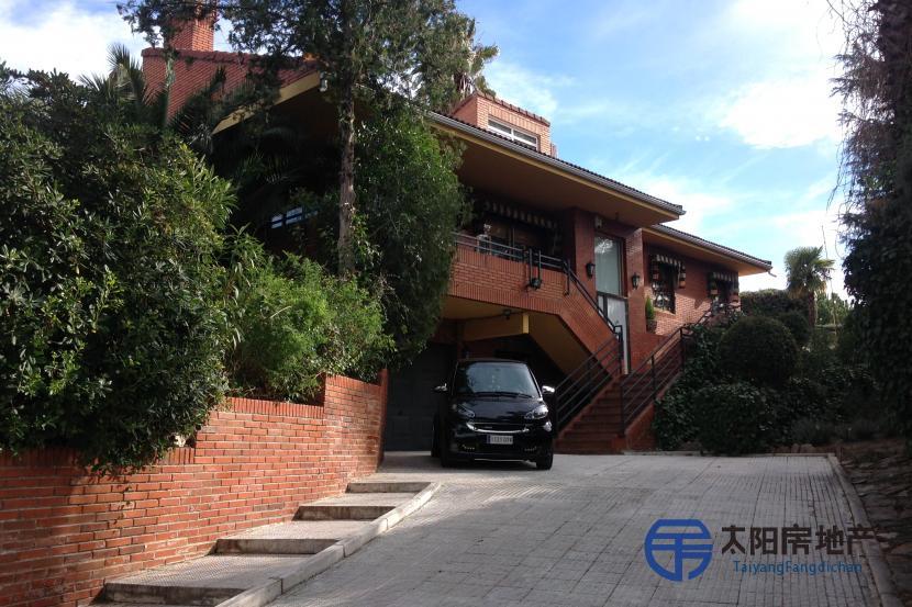 BOADILLA DEL MONTE的别墅出售