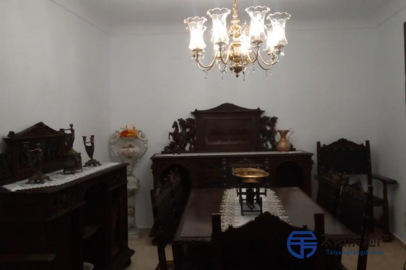 出售位于Montefrio (格林纳达省)市中心的大楼并距离山区很近