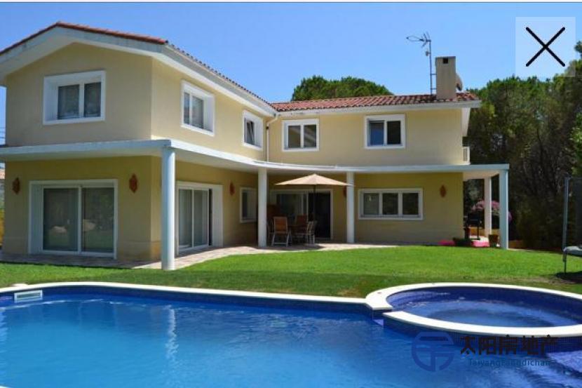 位于Lloret de Mar的Canyelles城市化的豪华别墅