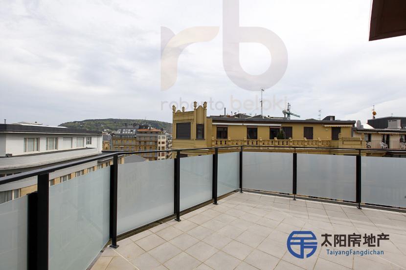 出售位于Donostia-San Sebastian (吉普斯夸省)市中心的阁楼