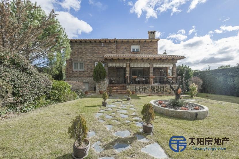 出售位于Pedrezuela (马德里省)的别墅