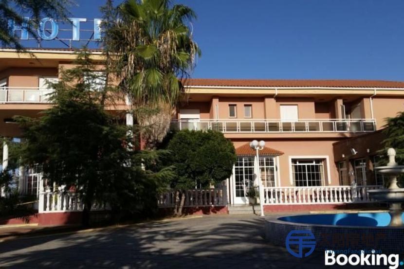出售位于Navalvillar De Pela (巴达霍斯省)的酒店