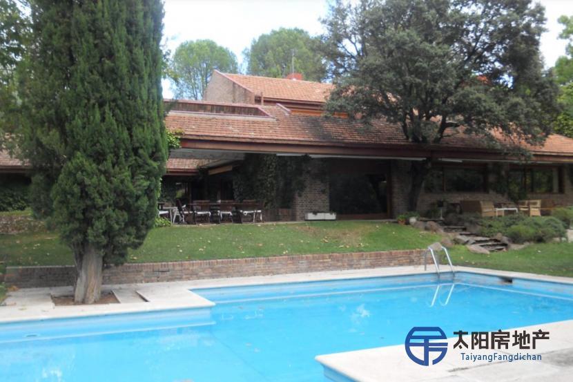 出售位于Alcobendas (马德里省)的别墅