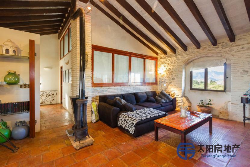出售位于Cullera (瓦伦西亚省)市外的郊外别墅