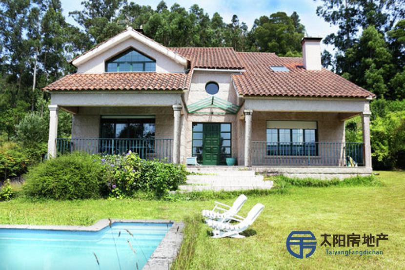 出售位于Redondela (Casco Urbano) (庞特韦德拉省)市外的别墅