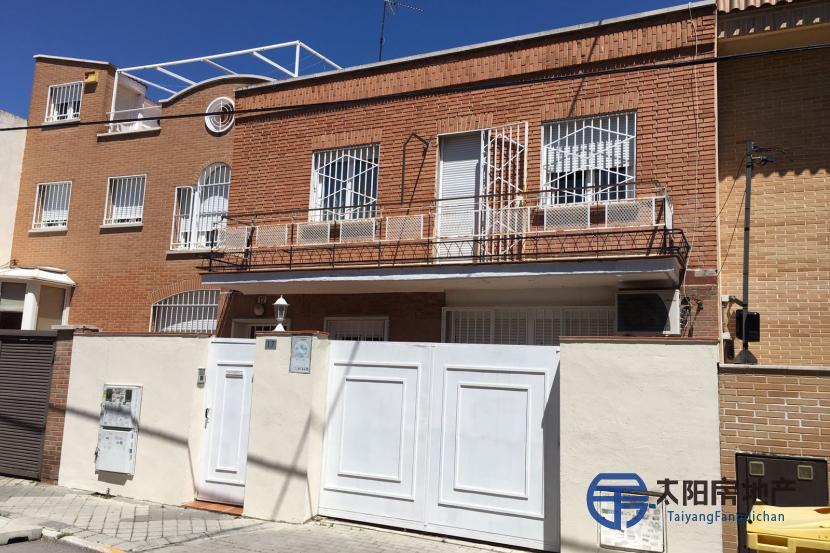出售位于Madrid (马德里省)市中心的别墅