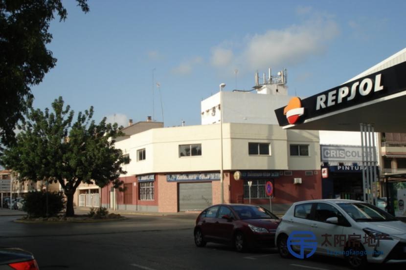 Local Comercial en Alquiler en Manises (Valencia)