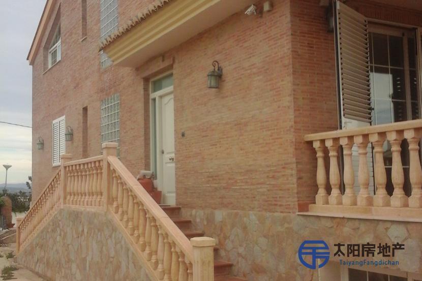 出售位于Chiva (瓦伦西亚省)的别墅