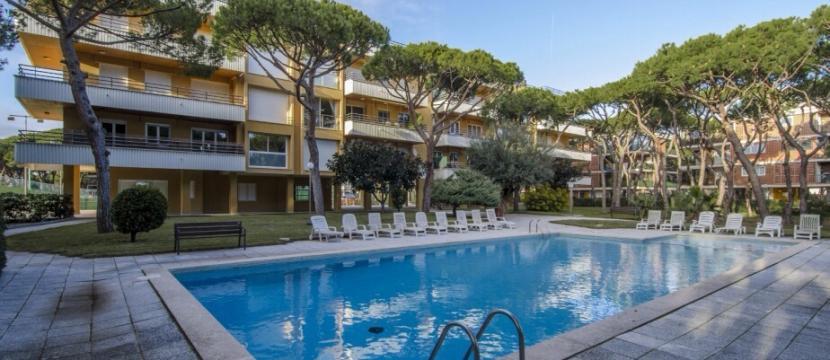 公寓位于Gava靠近海边,居民小区24小时门卫