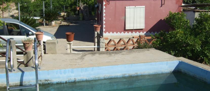 caseta de campo con piscina