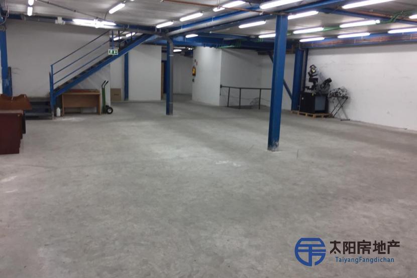 12,000平方米的仓库非常适合物流,仓库以及任何类型的活动。 特权飞地。