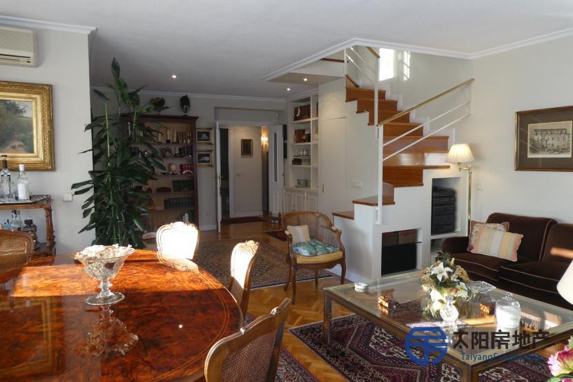 出售位于Madrid (马德里省)市外的复式公寓