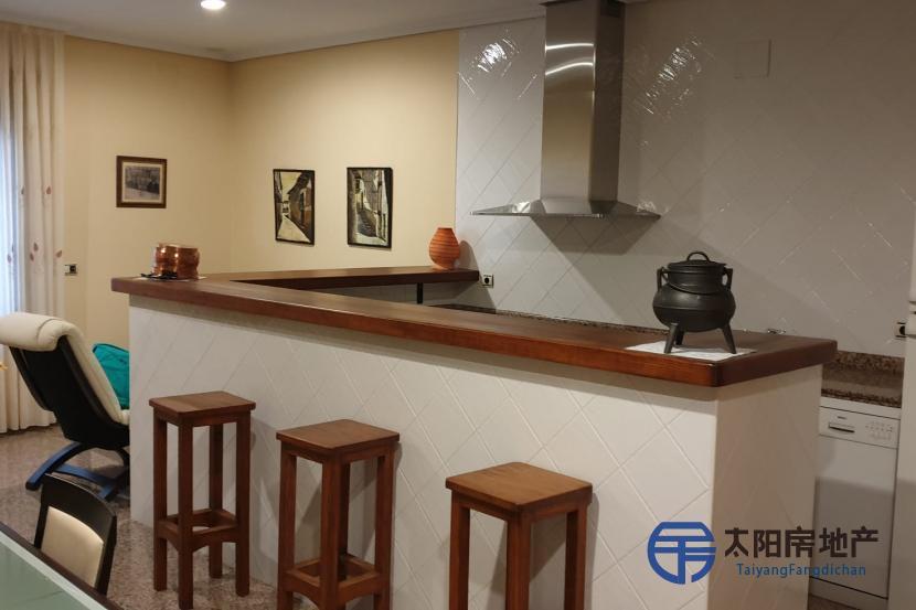 出售位于Casar De Palomero (卡塞雷斯省)市中心的独立房子