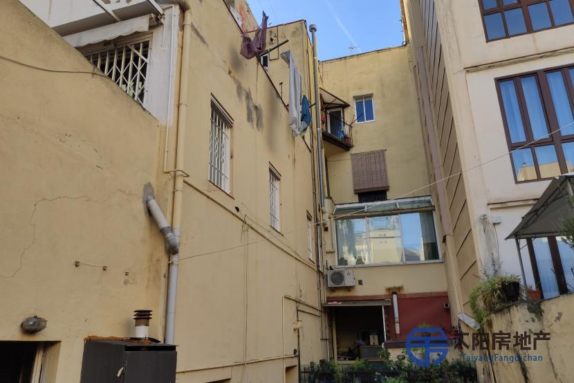 出售位于Barcelona (巴塞罗那省)市中心的大楼