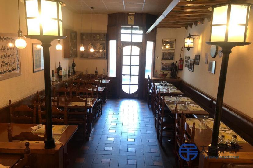 位于巴塞罗那最美丽,最古老的街区之一的中心地带的餐厅