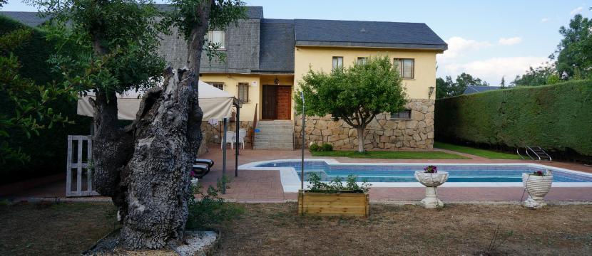 位于El Escorial 的250平方米的别墅和土地