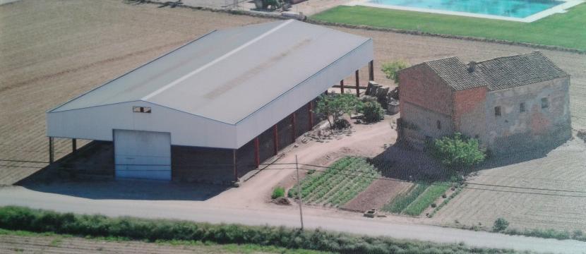 房子,800平方米的仓库,700平方米的城市土地,11000平方米的开发土地。