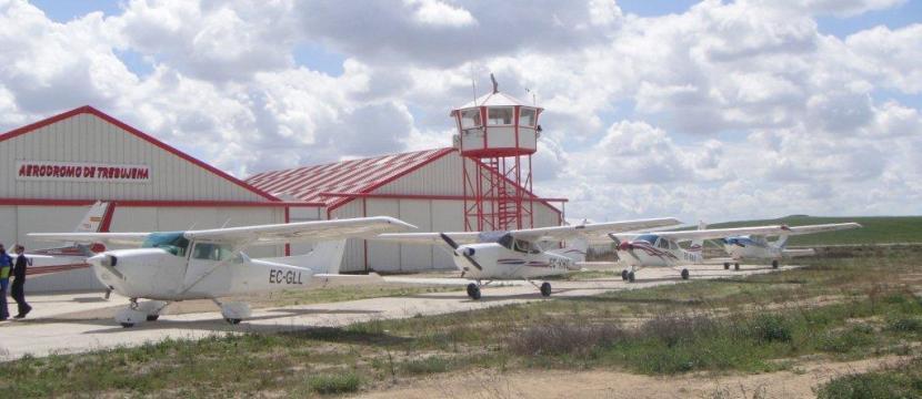 该机场授权使用的飞机为重量不超过5000公斤的短距离起落的涡轮螺旋