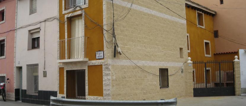 Negocio Vivienda en Gelsa de Ebro Centro Pueblo, vivienda en las plantas alzadas, abajo el negocio