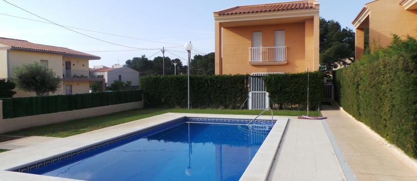 位于Costa Dorada的海滩旁边, 距离巴塞罗那一个小时