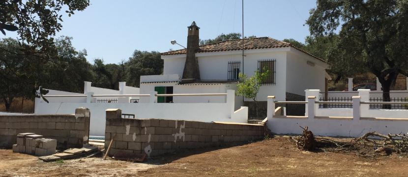 销售位于Castilblanco De Los Arroyos (塞维利亚省)市外的别墅