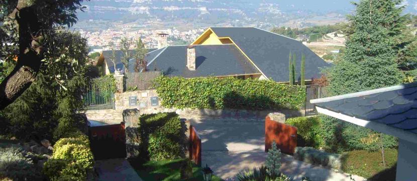 Bonita Casa a 4 Vientos en Zona Inmejorable (SEVA - BARCELONA)