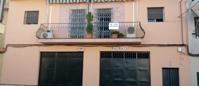 Vendo vivienda de 3 plantas,buena situacion en Sevilla