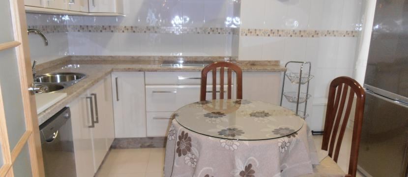 Precioso piso sin estrenar, con calidades de lujo en un parque del centro de Cáceres.