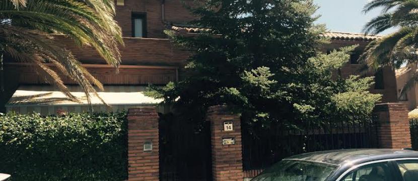 位于Griñon的豪华家庭别墅带有游泳池