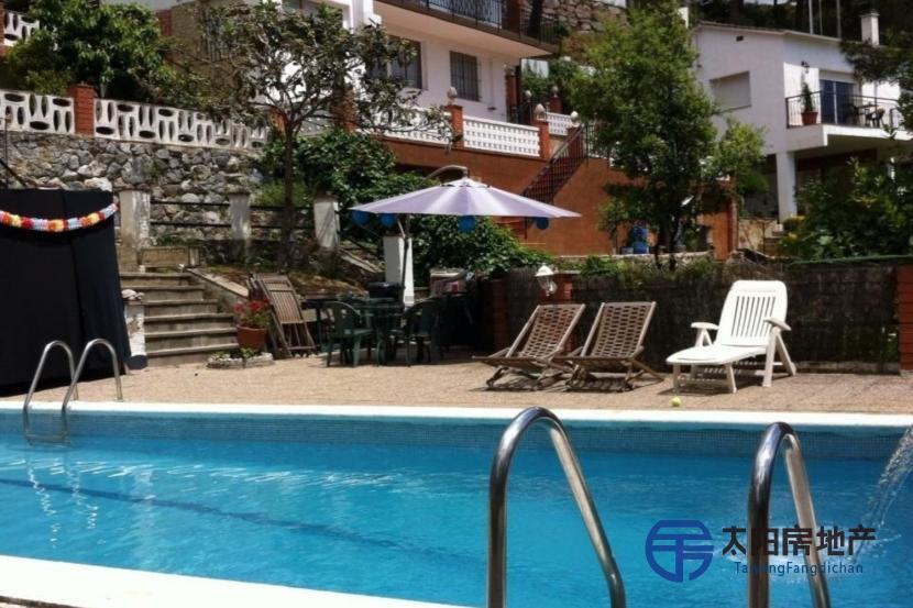 销售位于Sant Cebria De Vallalta (巴塞罗那省)的独立房子