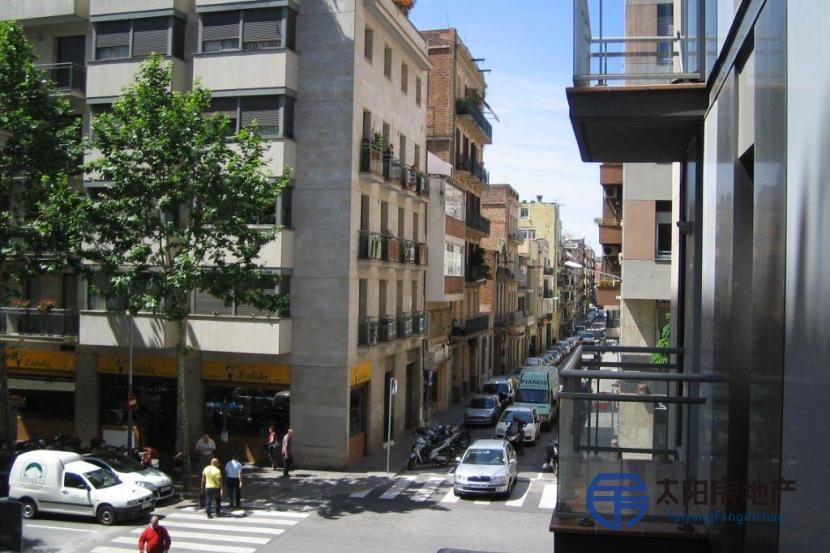 销售位于Barcelona (巴塞罗那省)市中心的单身公寓