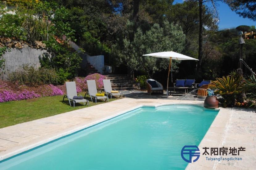 销售位于Sant Cebria De Vallalta (巴塞罗那省)市外的独立房子