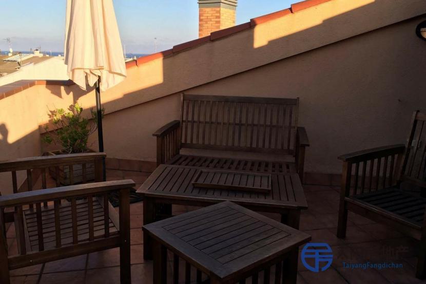 销售位于Pineda De Mar (巴塞罗那省)市中心的复式公寓