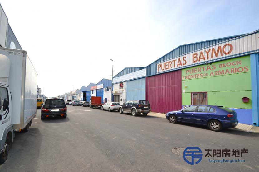 销售位于Salteras (塞维利亚省)的商业店铺