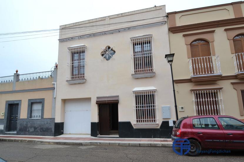 销售位于Alcala Del Rio (塞维利亚省)市中心的独立房子