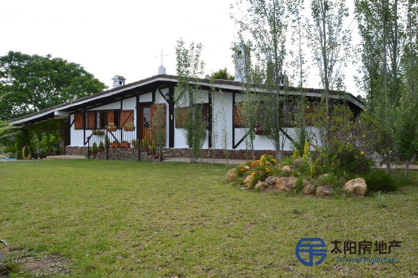 销售位于Castilblanco De Los Arroyos (塞维利亚省)的别墅