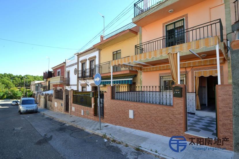 销售位于Santiponce (塞维利亚省)市中心的独立房子