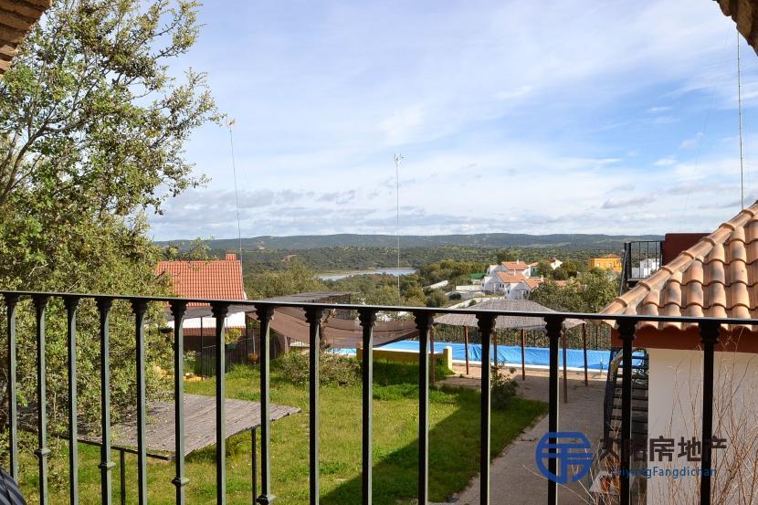 销售位于Guillena (塞维利亚省)市外的别墅