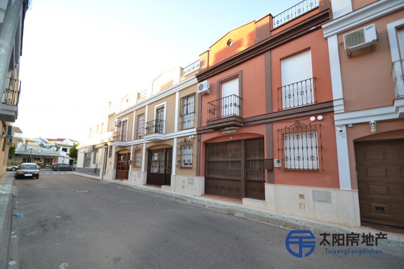 销售位于Guillena (塞维利亚省)市中心的独立房子