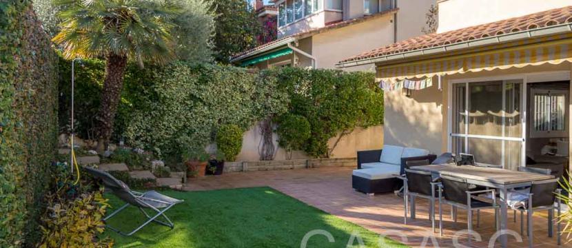 销售位于Sant Cugat Del Valles (巴塞罗那省)市中心的独立房子