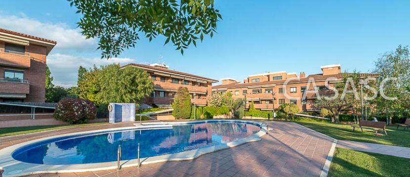 销售位于Sant Cugat Del Valles (巴塞罗那省)市中心的公寓
