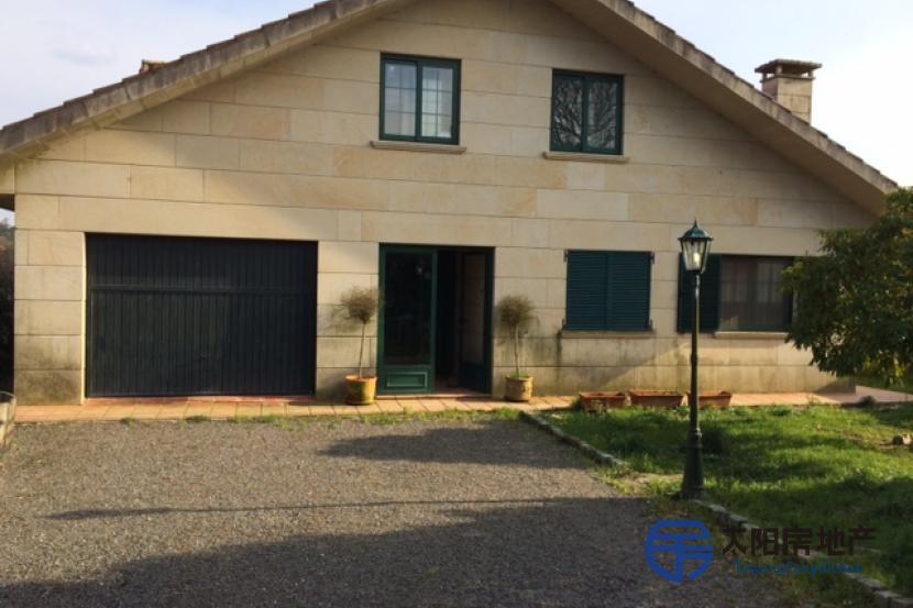 销售位于Oroso (San Martiño) (阿科鲁尼亚省)市外的别墅