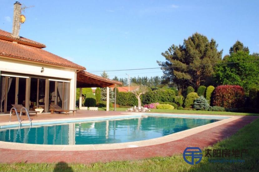 销售位于Oroso (San Martiño) (阿科鲁尼亚省)市外的郊外别墅