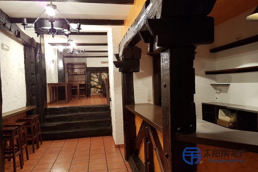 销售位于Oroso (San Martiño) (阿科鲁尼亚省)的商业店铺