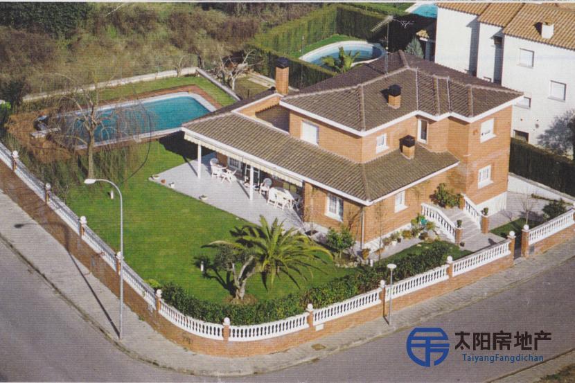 销售位于Girona (赫罗纳省)市中心的别墅